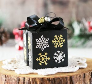 Easy Christmas Boxes by Laurie Schmidlin for Spellbinders using Four Seasons Collection by Lene Lok. Dies used: S7-213 Four Seasons Box Dies, S4-844 Four Seasons Winter Canopy and Elements Dies. #spellbinders #diecutting #christmas