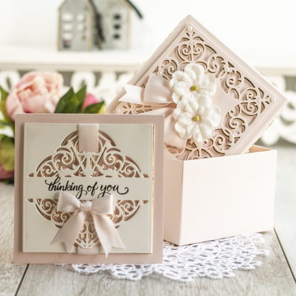 Spellbinders May 2020 Amazing Paper Grace Die of the Month is Here – Fleur de Lis Grandeur Fold Over #Spellbinders #SpellbindersClubKits #NeverStopMaking #AmazingPaperGraceClubKit